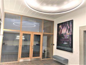 Maleriet er udstillet ved indgangen i medborgerhuset