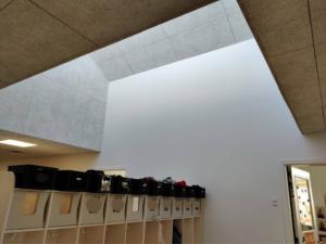 En af de næsten identiske vægge i Sandgården